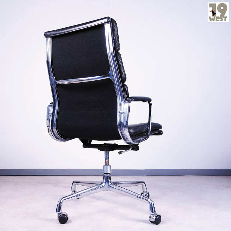 ea 219 soft pad office chair by charles and ray eames for herman miller for sale at 1stdibs. Black Bedroom Furniture Sets. Home Design Ideas