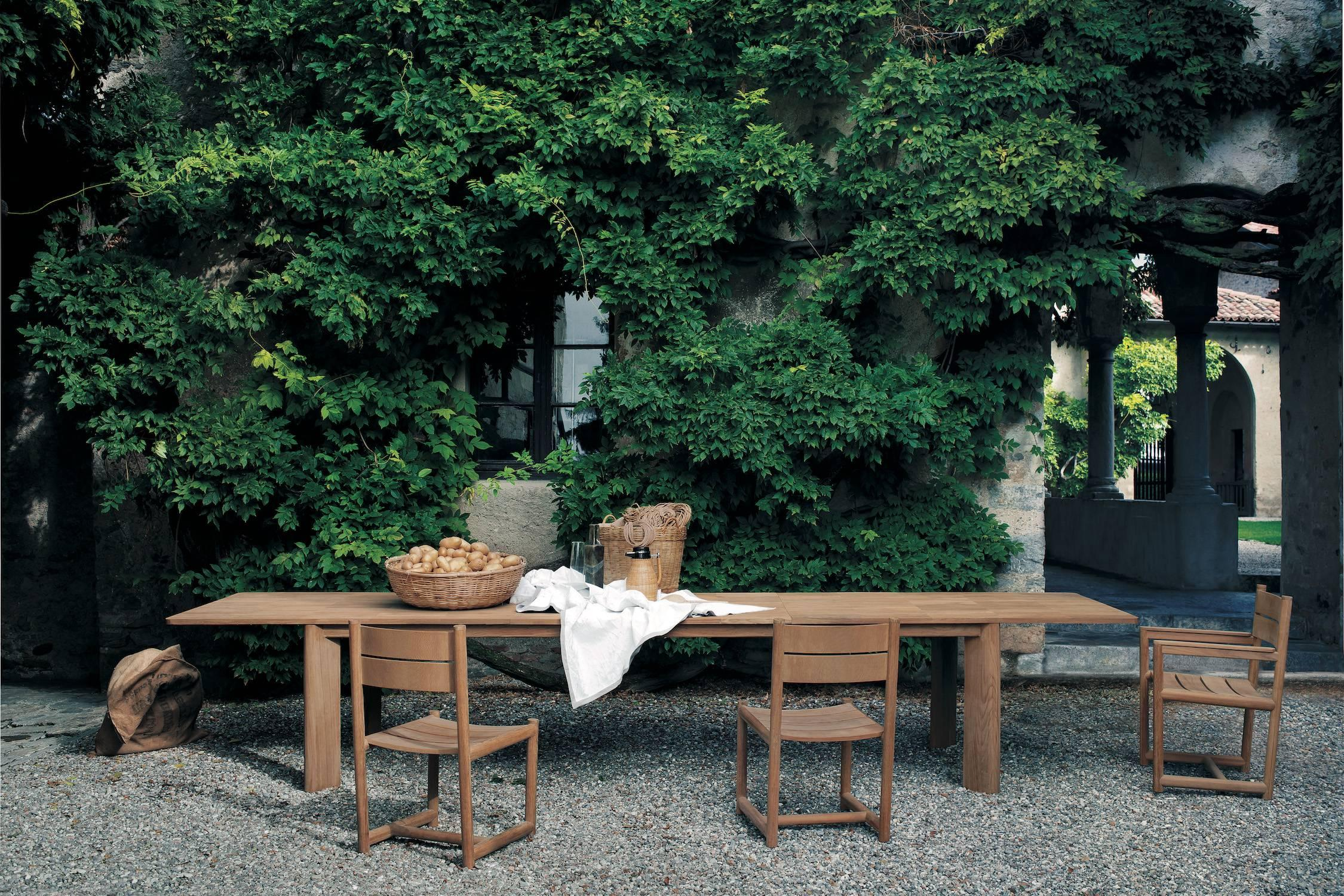 Charmant Roda Brick Extendable Dining Table In Teak For Outdoors For Sale At 1stdibs