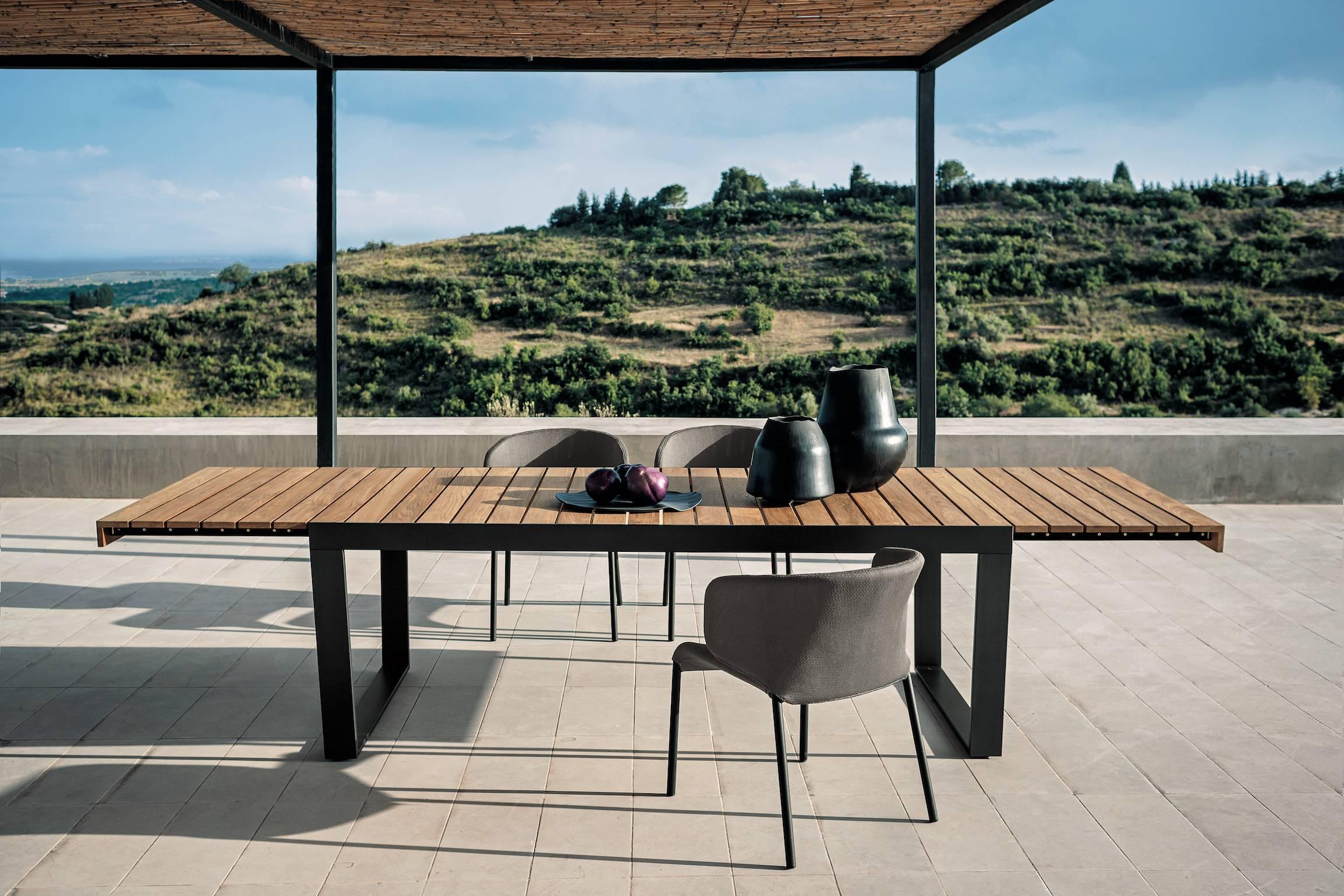 Bon Roda Spinnaker Extendable Dining Table For Outdoor/Indoor Use In Teak And  Steel For Sale At 1stdibs
