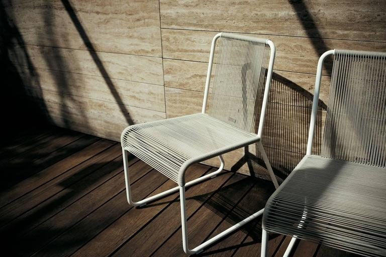 Contemporary Roda Harp Dining Chair Without Arms for Outdoors/Indoors in 5 Color Combinations For Sale