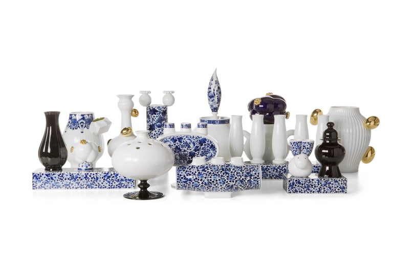 Contemporary Moooi Delft Blue Vase 06 in Porcelain by Marcel Wanders Produced by Royal Delft For Sale