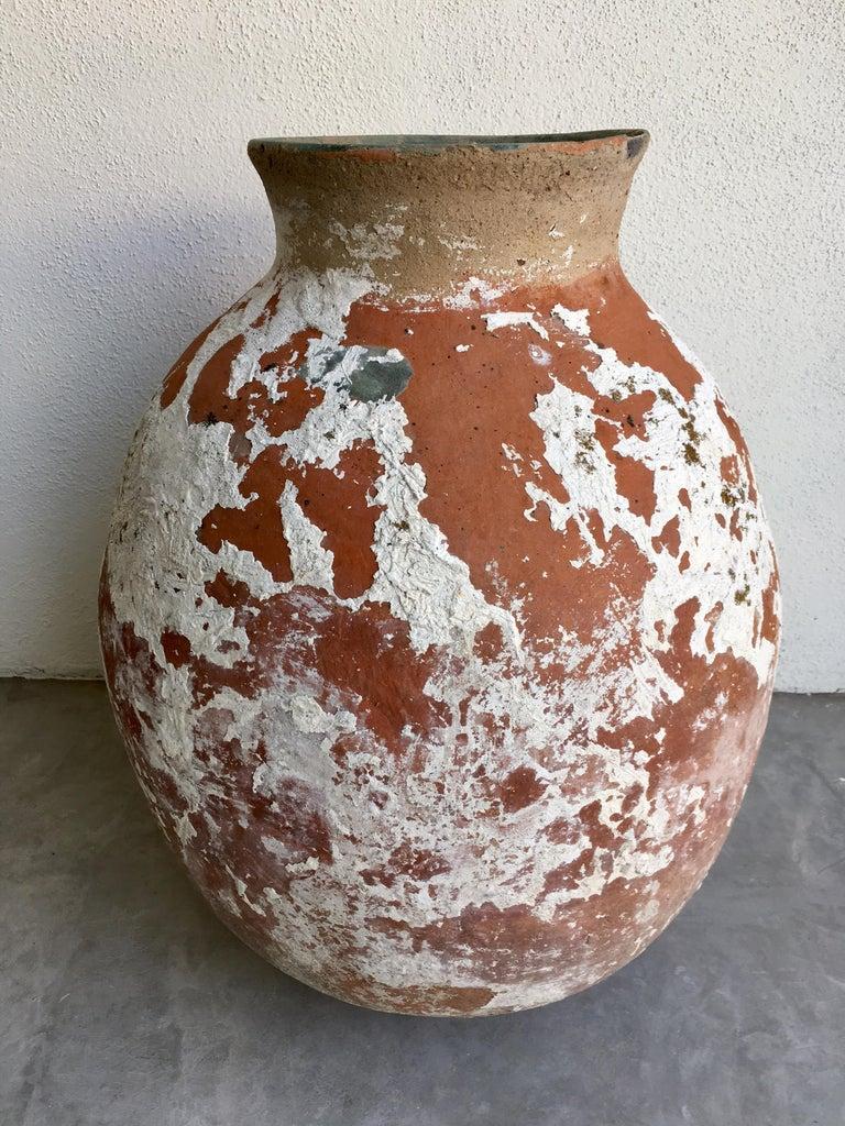 Ceramic pot from Arroyo Seco, Guanajuato with original white cement.