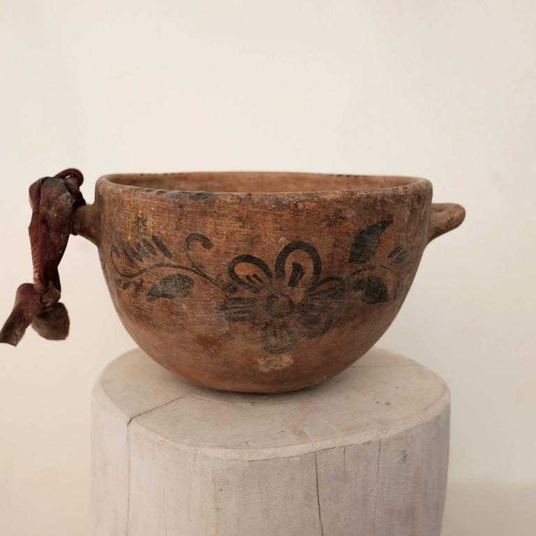 Primitive Early 20th Century Painted Ceramic Vessel from Guerrero, Mexico For Sale