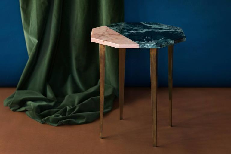 Octagonal Side Table with Green and Pink Marble Top and Tapering Brass Legs For Sale 1