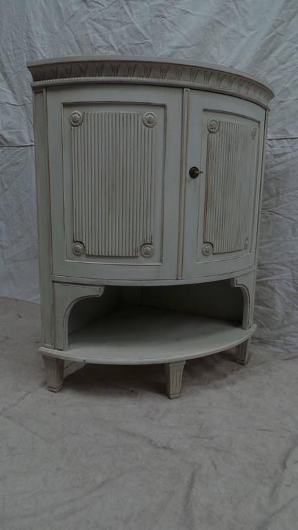 Early 20th Century Swedish Gustavian Corner Cabinet For Sale