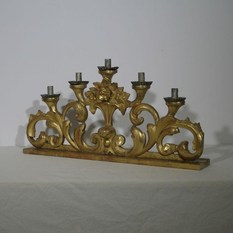 Late 18th Century Italian Carved Giltwood Baroque Candleholder In Good Condition For Sale In Amsterdam, NL