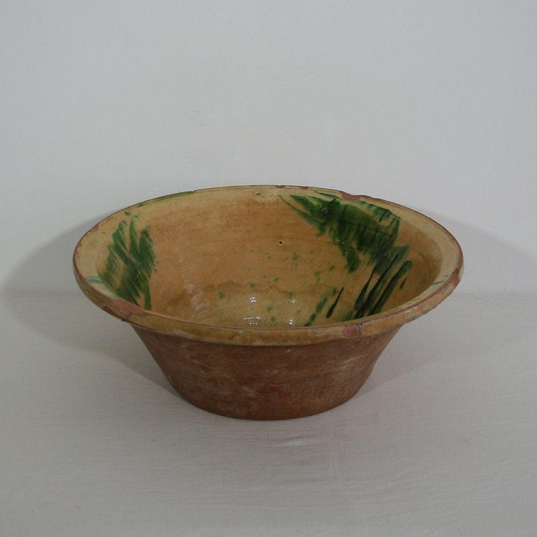 19th Century Spanish Glazed Terracotta Bowl In Good Condition For Sale In Amsterdam, NL