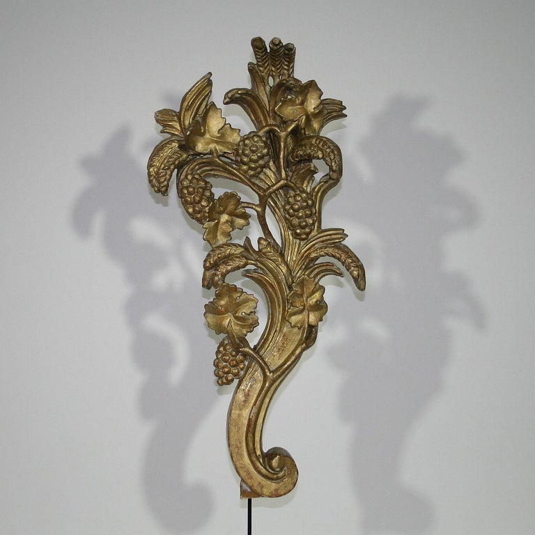 18th Century and Earlier Pair of Large 18th Century Italian Giltwood Baroque Ornaments For Sale
