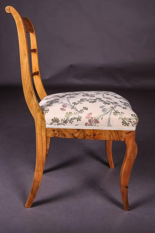 Early 19th Century Three Biedermeier Curved Legs Set of Chairs In Good Condition For Sale In Berlin, DE