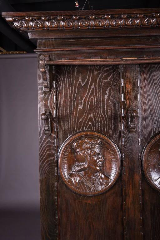 Solid oak. High-quality carving with medallion carvings. Both containers also with rich carvings.