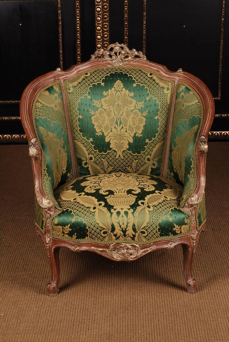 Superb French bergère in Louis XV style. Solid beechwood, carved and edged.     (B-Dom-69).
