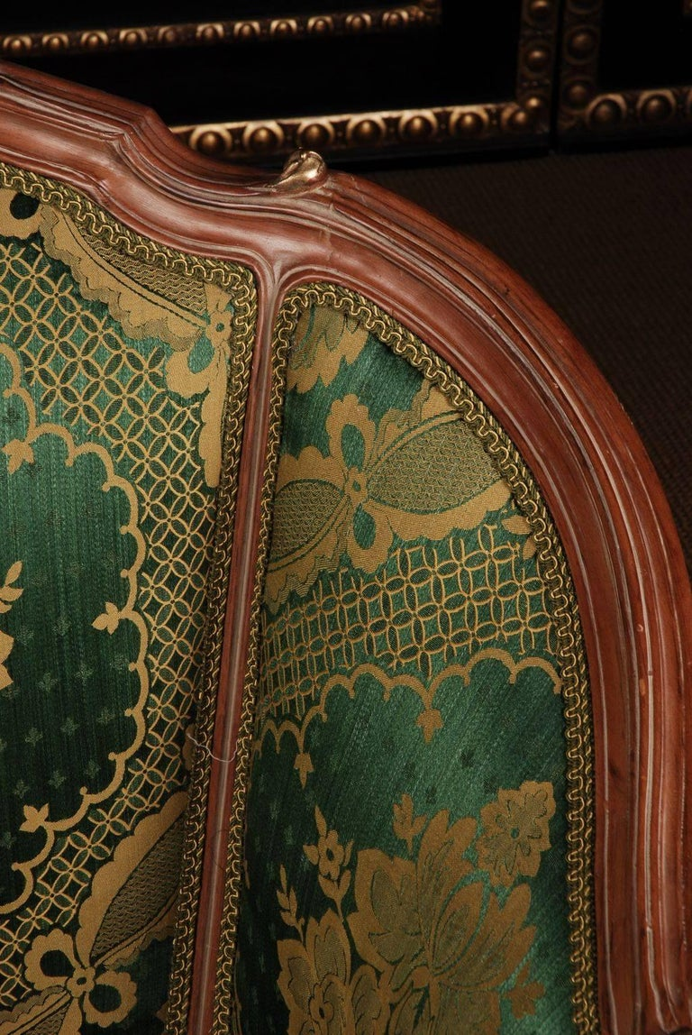 Hand-Carved 20th Century Louis Quinze Style French Curly-Leg Bergère For Sale