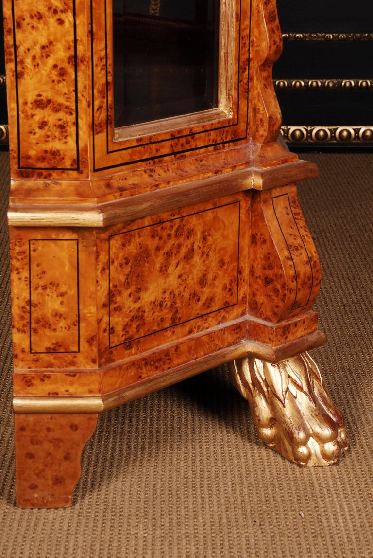 Maple root veneer on solid pine and beechwoods. Gilded. Strongly profile- framed, one-drawered pedestal on strongly claw feet.    (O-Sam-48).