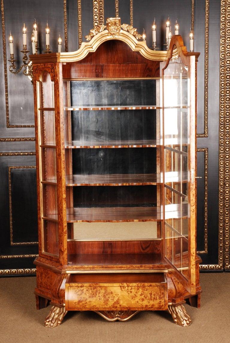 20th Century Baroque Style Dutch Vitrine Cupboard In Good Condition For Sale In Berlin, DE