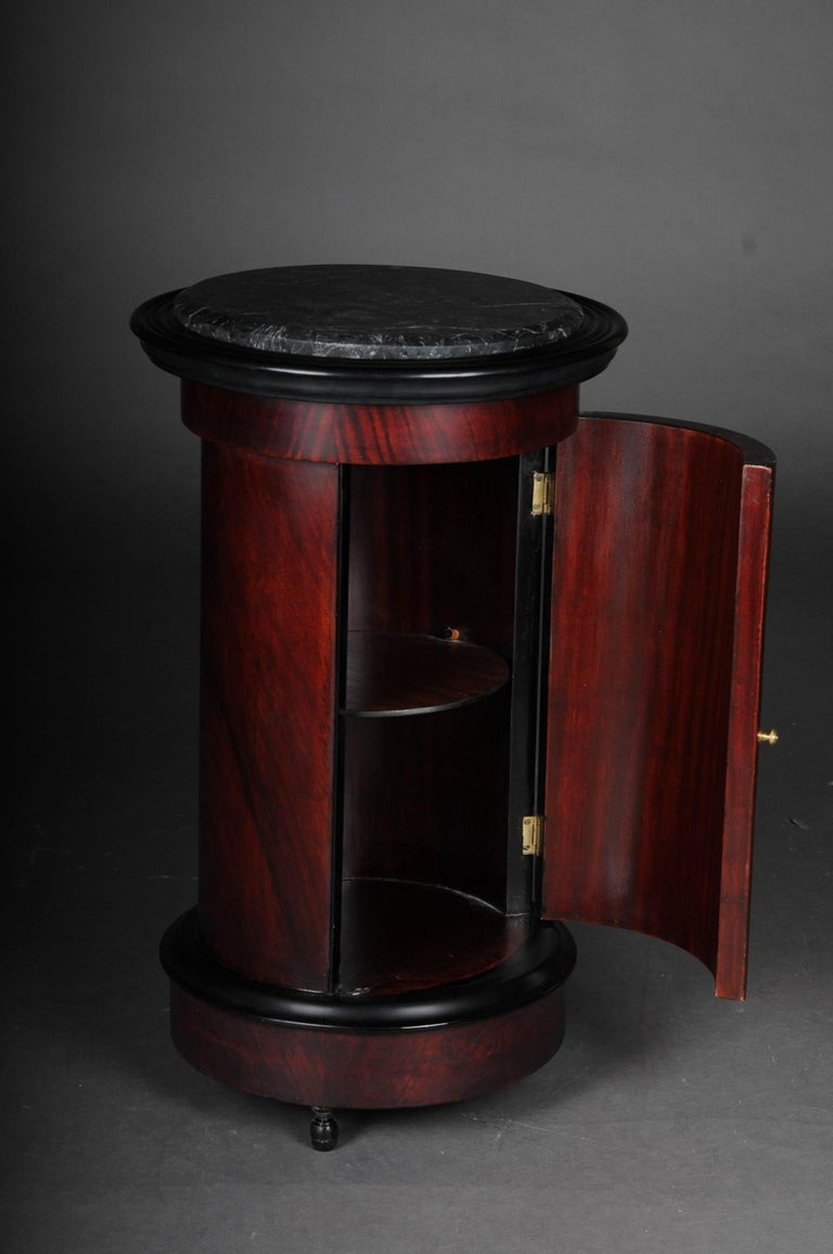 tonneau bar cabinet side table in biedermeier mahogany r. Black Bedroom Furniture Sets. Home Design Ideas