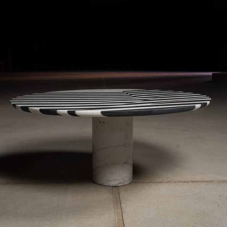 Modern Veiled Round Coffee Table, Contemporary Inlaid Black and White Marble For Sale