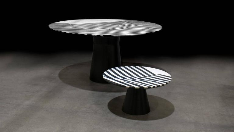 Veiled Round Coffee Table, Contemporary Inlaid Black and White Marble For Sale 4
