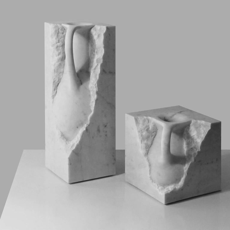 Svelata Small Vase, Contemporary Hand-Carved Carrara Marble Vessel In New Condition For Sale In London, GB