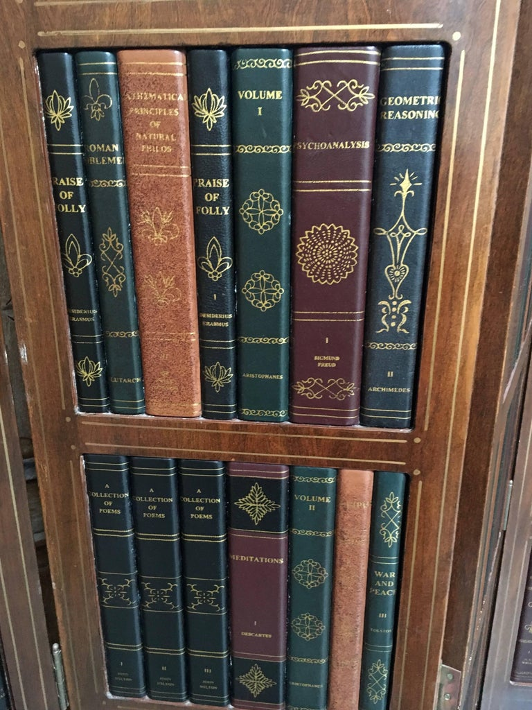 20th Century Leather Book Room Divider  In Good Condition For Sale In Laguna Hills, CA