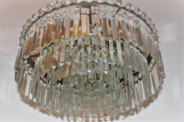 Elegant Brass and Crystal Chandelier attr. to Bakalowits, Austria, circa 1960s For Sale 3