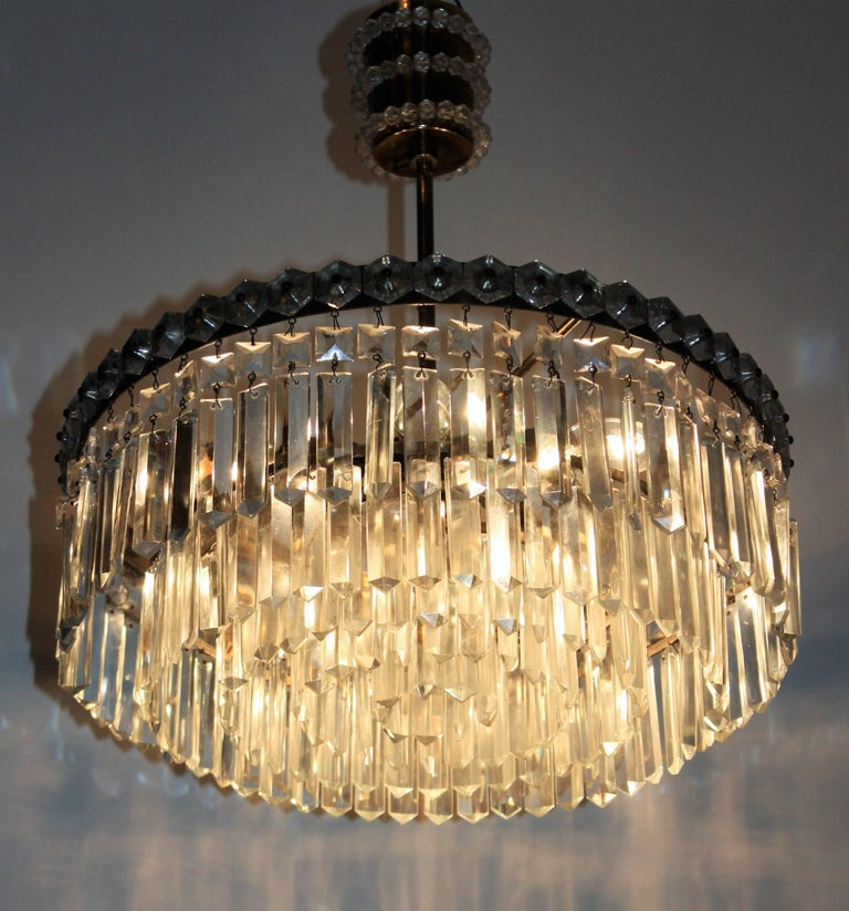 Elegant Brass and Crystal Chandelier attr. to Bakalowits, Austria, circa 1960s For Sale 2