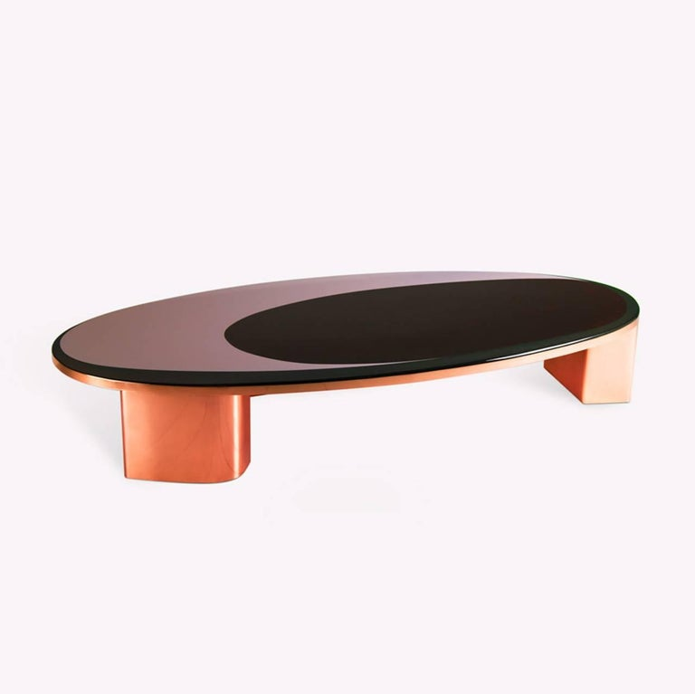 A perfect cocktail table to put you in the space oddity mood. The surface finish is made in resin and designed with a smaller over ring inside the larger oval design. The inner ring highlights sparkles in deep crimson tones which play well as a