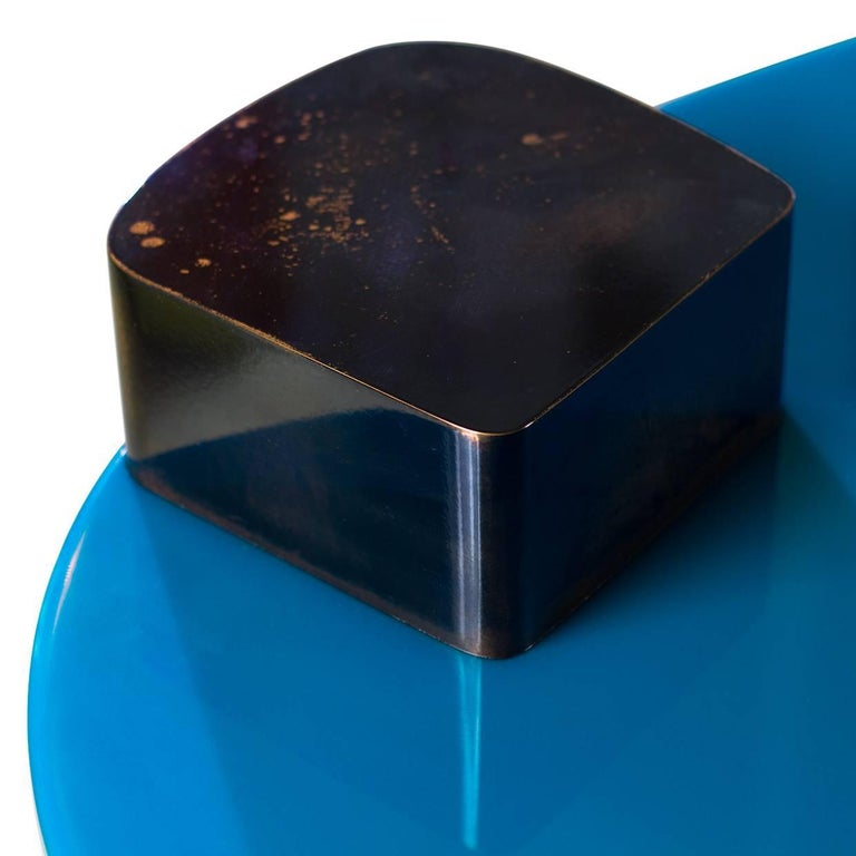 Blue Moon Table with Hand Patinated Copper Legs and Blue Resin Top In Excellent Condition For Sale In Paris, FR