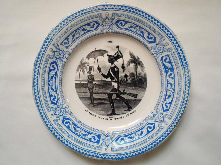 Set of 12 Talking Plates, French Military Signed by Creil Montereau 19th Century In Good Condition For Sale In Paris, FR