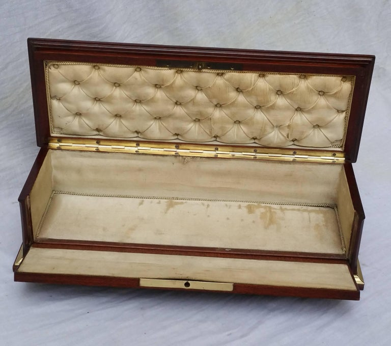 Napoleon III Marquetry Jewelry Decorative Gloves Box, France, 1870 In Excellent Condition For Sale In Paris, FR