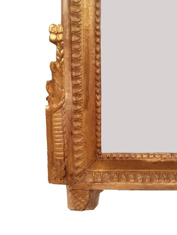Late 18th Century French Neoclassical Giltwood Mirror Looking Glass with Crown For Sale 1
