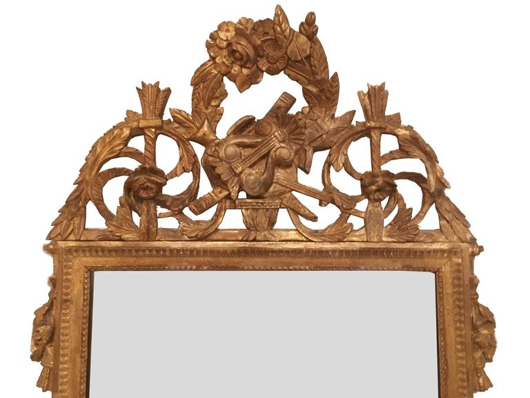 Late 18th Century French Neoclassical Giltwood Mirror Looking Glass with Crown In Good Condition For Sale In Brooklyn, NY