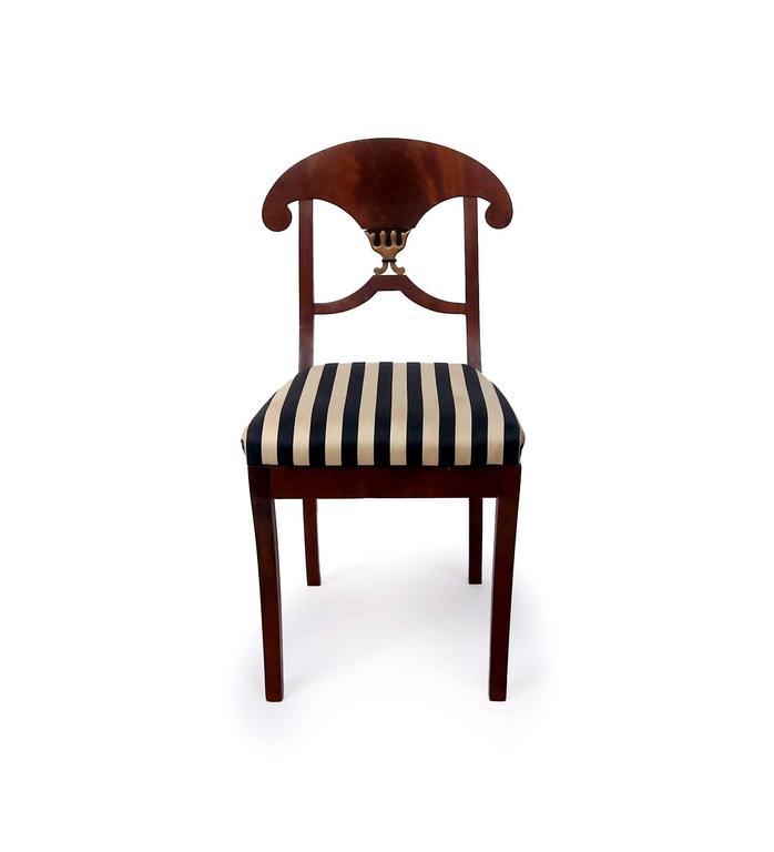 Veneer Pair of Swedish Mahogany Karl Johan Biedermeier Side Chairs, circa 1825 For Sale