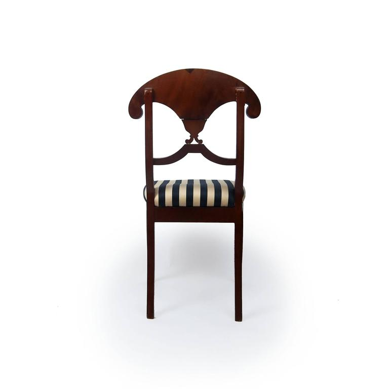 Pair of Swedish Mahogany Karl Johan Biedermeier Side Chairs, circa 1825 In Good Condition For Sale In Brooklyn, NY