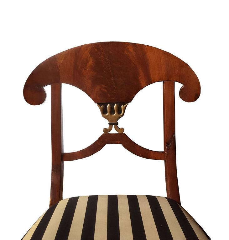 Early 19th Century Pair of Swedish Mahogany Karl Johan Biedermeier Side Chairs, circa 1825 For Sale