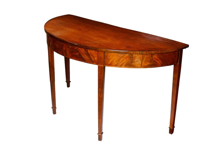 Pair of late 18th Century Hepplewhite Mahogany Demilune Tables In Good Condition For Sale In Brooklyn, NY
