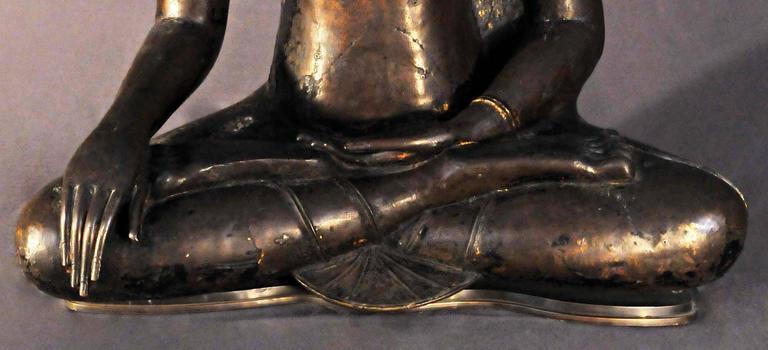 17th Century Bronze Vajrasana Buddha Maravijaya in BhumisparshaMudra, Thailand In Good Condition For Sale In Hong-Kong, HK