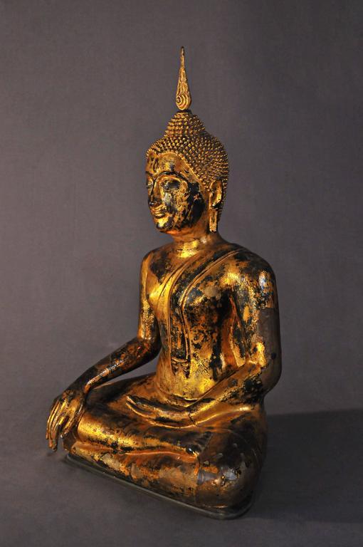 Late 17th Century Gilt Bronze Buddha in Bhumisparsha Mudra, Ayutthaya, Thailand In Good Condition For Sale In Hong-Kong, HK