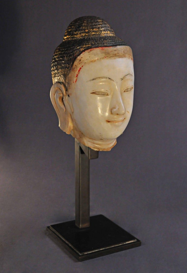 19th Century, Alabaster with Lacquer Buddha Head, Mandalay Period, Art of Burma In Good Condition For Sale In Hong-Kong, HK
