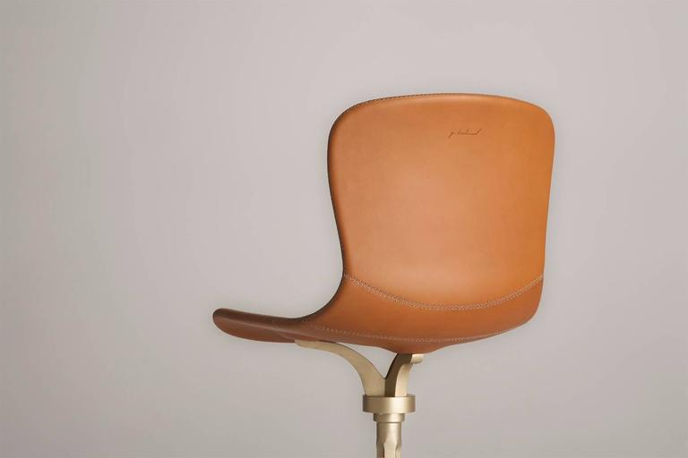 Model: PT43 BS1 Châtaigne Seat: Leather Seat Color: Châtaigne Base: BS1 Sand cast brass Base finish: Brushed golden sand Dimensions: 52 x 50 x 81 cm; Seat height 46 cm  (w x d x h) 20.5 x 19.6 x 31.89 inch; Seat height 18.1 inch  P. Tendercool