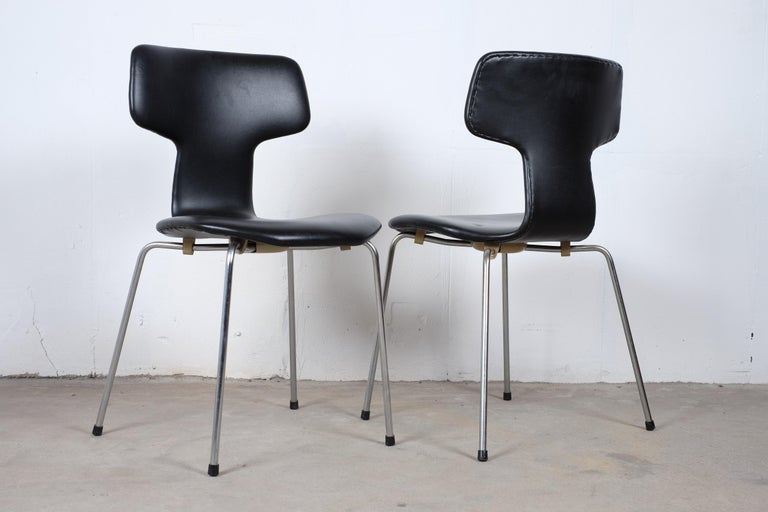 Mid-Century Modern Pair of 'T-Chairs' by Arne Jacobsen For Sale