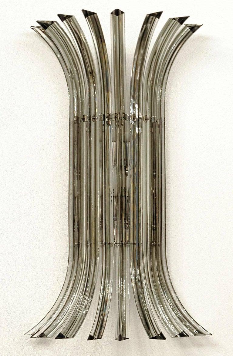 Two Midcentury Murano Triedri Sconces, Acciaio Grey Filigree, 1980s For Sale 2
