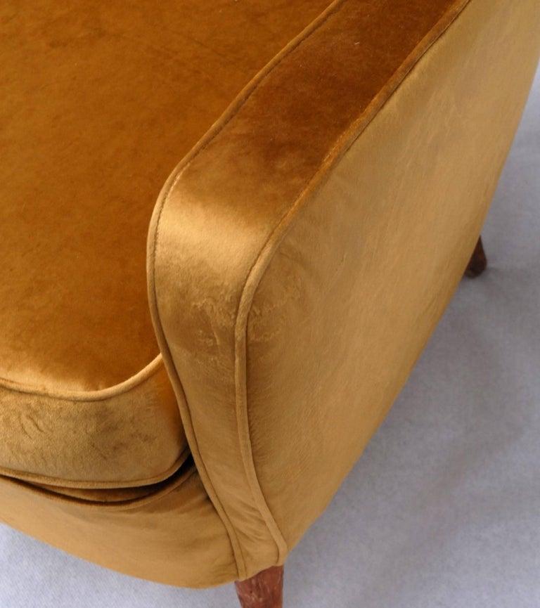 Sala Madini for Galimberti Cantu Small Sofa, 1950s Fully Restored, Gold Velvet For Sale 3