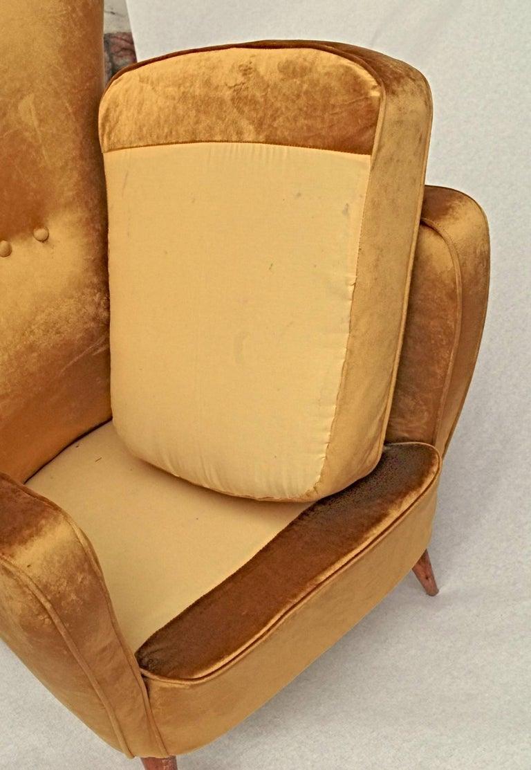 Sala Madini for Galimberti Cantu Small Sofa, 1950s Fully Restored, Gold Velvet For Sale 2
