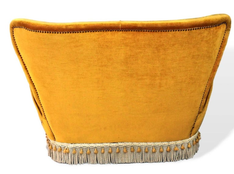 Sala Madini for Galimberti Cantu Small Sofa, 1950s Fully Restored, Gold Velvet In Excellent Condition For Sale In Tavarnelle val di Pesa, Florence