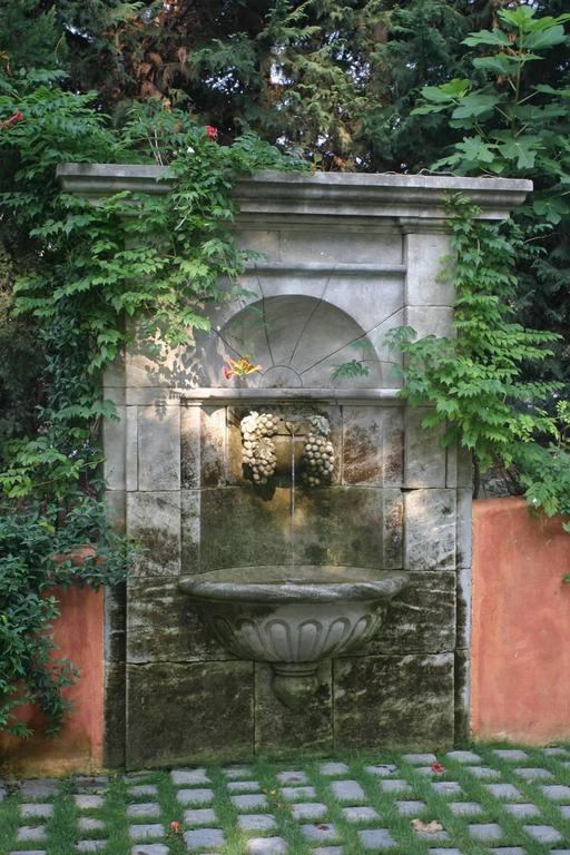 This Beautiful Garden Wall Fountain, Ideal To Lean Against A Wall, Is A  Piece