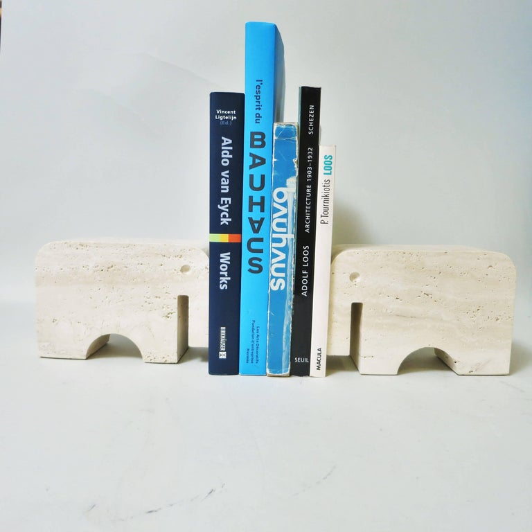Pair of Bookends Elephant in Travertine by Fratelli Mannelli, 1970 In Good Condition For Sale In Paris, FR
