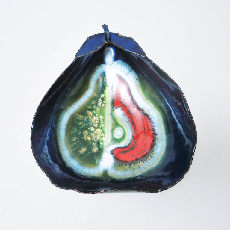 Set of two Italian Brutalist bowls in the shape of a pear in enamelled copper by Franco Bastianelli for Laurana in the 1960. 