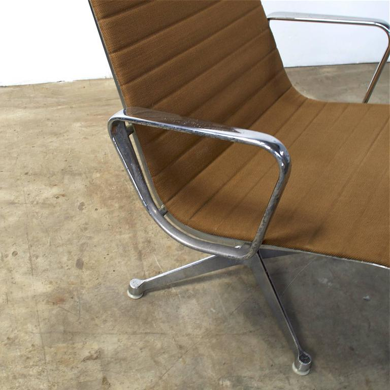 1950s eames ea116 lounge chair for herman miller for sale at 1stdibs. Black Bedroom Furniture Sets. Home Design Ideas