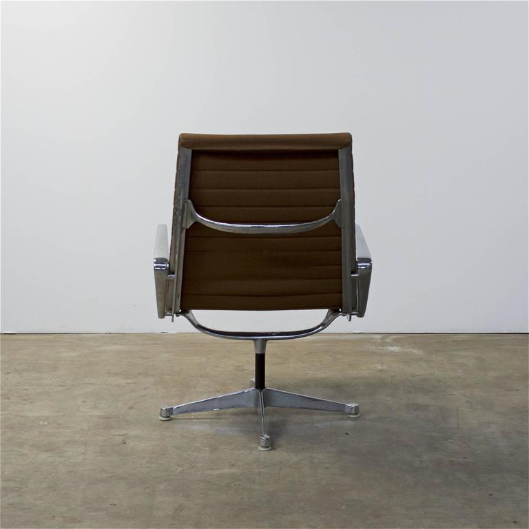 1950s eames ea116 lounge chair for herman miller for sale at 1stdibs. Black Bedroom Furniture Sets. Home Design Ideas