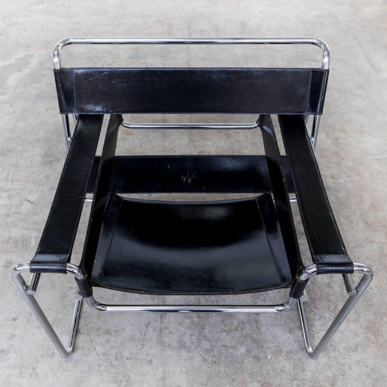 Marcel breuer wassily b3 chairs black leather set of for Chaise wassily